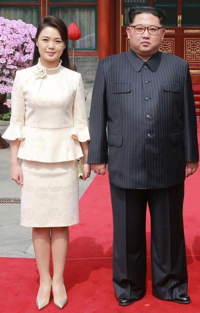Ri Sol-ju vợ của nhà lãnh đạo Triều Tiên Kim Jong-un. Không có nhiều thông tin về Ri Sol-ju. Cô được cho là sinh năm 1989, kết hôn với ông Kim Jong-un vào năm 2012. Có nguồn tin cho rằng cô đã sinh ba con và trước khi kết hôn cô từng là ca sĩ chuyên nghiệp.