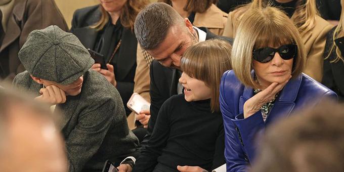 Harper Beckham cắt tóc giống Anna Wintour