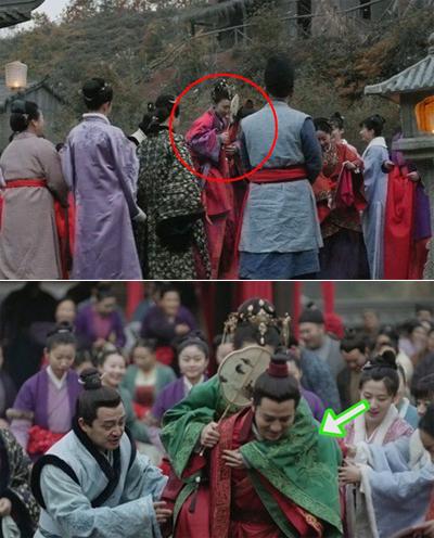 Màu áo của cô dâu chuyển từ đỏ sang xanh trong một cảnh quay.