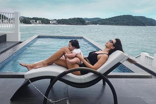 Hà Anh chăm diện bikibi tôn dáng gái một con - 7