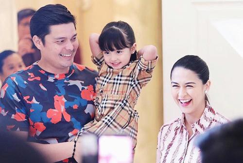 Maria Rivera cùng chồng Dingdong Dantes và con gái đầu lòng - Zia.