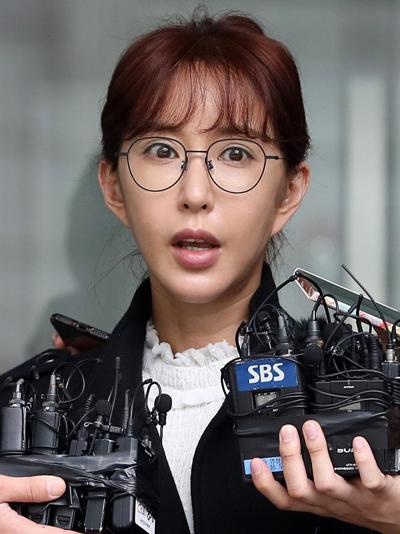 Shoo trả lời phỏng vấn sau khi rời phiên tòa.