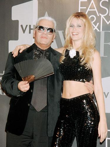 Huyền thoại tóc vàng của giới thời trang thế giới thập niên 1990 gọi Lagerfeld là thầy sau nhiều năm làm việc. Cô cũng sở hữu vô vàn mẫu thiết kế Chanel do Lagerfeld thực hiện. Đây được xem là bức ảnh để đời của Schiffer do chính tay Lagerfeld bấm máy, khắc họa nhan sắc rực rỡ của siêu mẫu. Ông hoàng thời trang từng nói: Claudia là một phần của thế giới, một phong cách thời trang, một tinh thần, một thời đại hoàn toàn mới.
