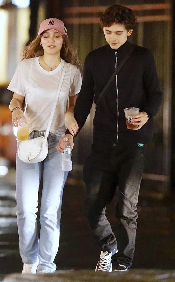 Cách phối đồ đôi của con gái Johnny Depp và bạn trai