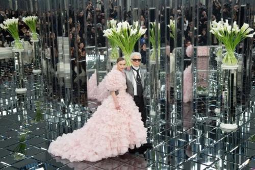 Karl Lagerfeld đã dành nhiều tình cảm cho nữ ca sỹ kiêm diễn viên Vanessa Paradis và sau đóong cũng dành sự quan tâm tương tự cho con gái của Vanessa Paradis - Lily-Rose Depp. Lily là gương mặt quảng cáo cho nhiều sản phẩm mỹ phẩm của Chanel và cô rất vui mừng được làm việc với Karl vì ông là một trong những người vui vẻ nhất mà cô từng gặp. Ông trùm thời trang gặp con gái nam diễn viên Johnny Depp khi cô mới 8 tuổi và Lily thấy ông rất đáng mến.  Bây giờ, ở tuổi 19, Lily-Rose nói : Tôi nhớ khi họ nói với tôi rằng tôi sẽ xuất hiện trong ảnh quảng cáo của Chanel, tôi nghĩ rằng tôi đang mơ. Đối với một cô gái 15 tuổi thì khó có thể tin được điều này. Karl là 1 người rất ngọt ngào. Thật sự rất hiếm khi tìm thấy một người như một biểu tượng như vậy theo nhiều cách, và đã rất lâu tôi mới gặp một người dễ mến và ngọt ngào như vậy.