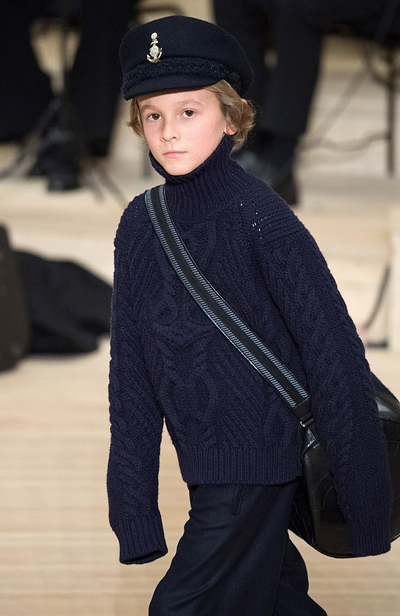 Karl từng nhận xét về con trai nuôi: Cậu bé rất yêu nghề người mẫu và tôi nghĩ rằng nó sẽ có tương lai sáng lạn hơn bố mình. Gương mặt cậu ấy bừng sáng, giống như có những tia nắng trong đó.