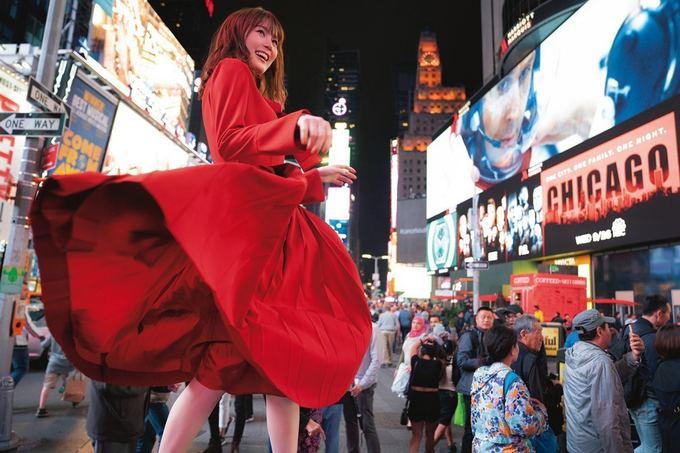 Sách ảnh mỹ nhân 22 tuổi gây sốt ở Nhật