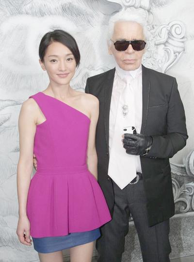 Châu Tấn bên nhà thiết kế Karl Lagerfeld.