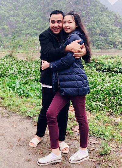 Cha con Quyền Linh đi du lịch ở Mộc Châu, Sơn La hồi tháng 1. Quyền Linh chia sẻ năm ngoái, con gái đã cao 1,7 m, hơn cha (1,68 m).
