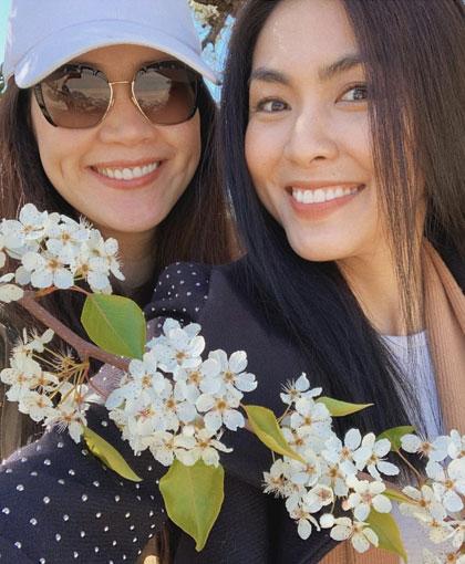 Tăng Thanh Hà (phải) và Thân Thúy Hà.