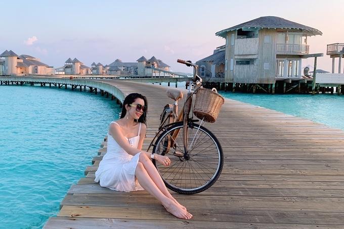 Huỳnh Vy tận hưởng nắng vàng, biển xanh ở Maldives