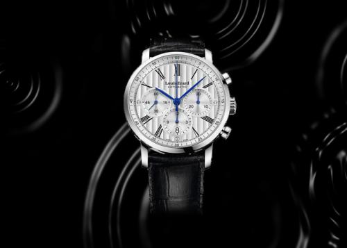 Exellence sở hữunhữngdòng đồng hồ cao cấp nhất của Louis Erard. Tất cả các thiết kế đều là đồng hồ cơ, có cấu tạo cực kỳ phức tạp, phần mặt sử dụng chất liệu sapphire luôn sáng bóng, có thể chống trầy xước và phản chiếu.