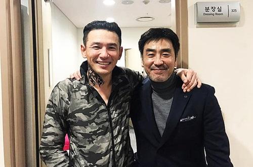 Ông hoàng phim Hài Ryu Seung Ryong (phải) rất thân thiết với Jung Min.