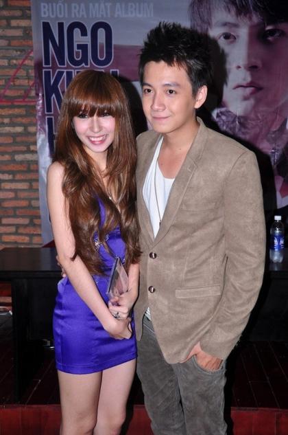 Năm 2012, ca sĩ cùng bạn gái phát hành single song ca mang tên Yêu em như một lời khẳng định tình cảm bền chặt giữa hai bên.