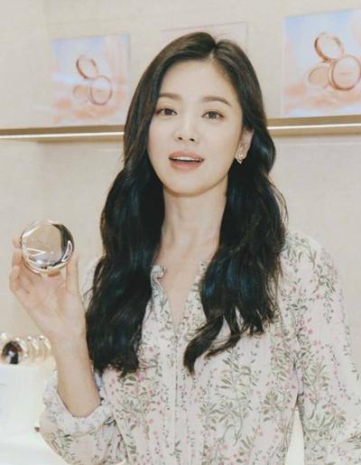 Hye Kyo tại sự kiện hôm 21/2.