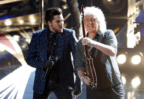 Adam Lambert và Brian May. Ảnh: Reuters.