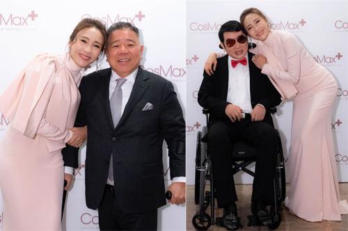 Lê Tư bên chồng (trái) và em trai tại sự kiện mới đây. Chồng cô mắc khuyết tật ở chân, luôn phải chống gậy. Đôi vợ chồng có ba con gái. Kỷ niệm 9 năm cưới năm 2019, Lê Tư tâm sự mãn nguyện với cuộc sống hôn nhân.