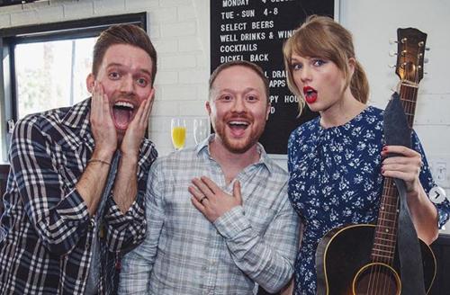 Bức ảnh lưu niệm giữa Taylor Swift trên mạng xã hội của Alexander Goldschmidt thu hút hơn 15.000 lượt thích.