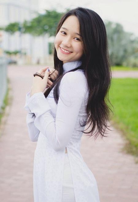 Trang cá nhân của Trúc Anh có gần 30.000 người theo dõi. Cô thu hút nhờ vẻnữ tính, nụ cười đẹp.