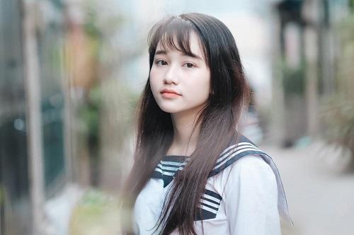 Cô sinh năm 1998, đang học ngành quản lý sự kiện ở đại học Greenwich (Việt Nam).
