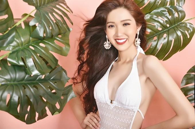Hoa hậu Chuyển giới Việt Nam khoe đường cong với bikini