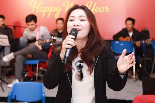 NSND Thái Bảo từng biểu diễn tại Triều Tiên năm 2012.