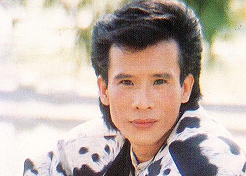 Sau khi nổi tiếng, Tuấn Vũ vẫn trung thành với kiểu tóc mái dài, xoăn lãng tử.