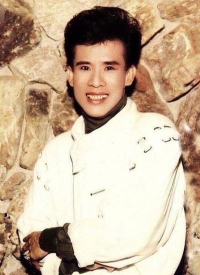 Tuấn Vũ sắp có liveshowtại TP HCM đầu tiên trong sự nghiệp. Giọng ca hải ngoại bắt đầu nổi lên vào đầu thập niên 1980,sau khi qua Mỹ định cư và theo đuổi dòng nhạc bolero. Thuở vào nghề, anh gây ấn tượng với nụ cười hiền và khuôn mặt thư sinh.