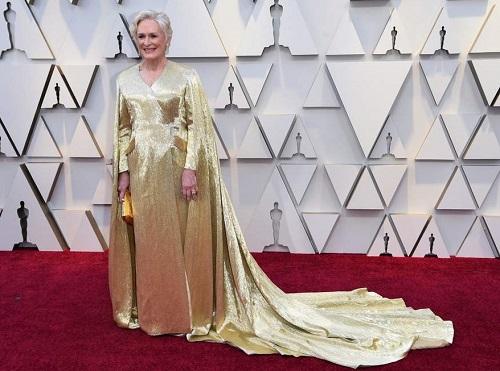 Glenn Close diện bộ váy đính nhiều hạtnặng đến 20kg ở Oscar 2019. Ảnh: AP.