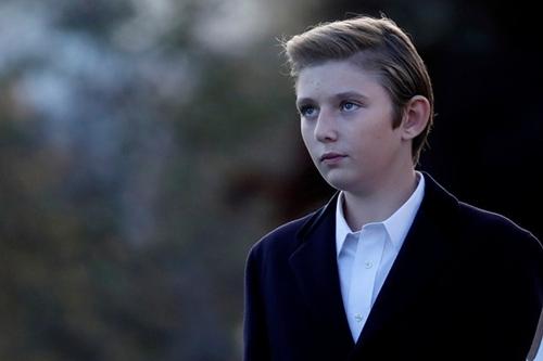 Barron thừa hưởngnét đẹp của cả bố và mẹ. Cậu bé luôn được giới truyền thông săn đón mỗi khi xuất hiện.