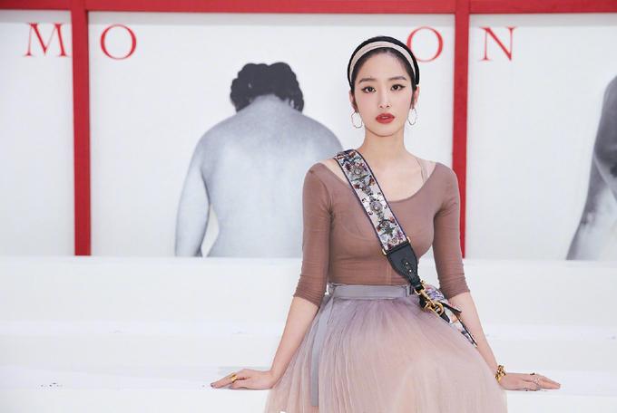 Dàn mỹ nhân châu Á chưng diện ở Tuần thời trang Paris