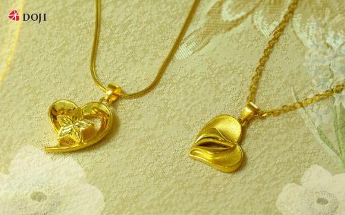 Có lẽ biểu tượng trái tim được khắc họa bằng chất liệu kim quý luôn khiến mọi phụ nữ đều phải xốn xang muốn sở hữu, nhất là trong những dịp ý nghĩa để bày tỏ yêu thương, lòng tri ân với phái đẹp. Đây cũng là dịp phái đẹp có thể tự thưởng cho những nỗ lực của bản thân. Xem thêm các sản phẩm tại đây.