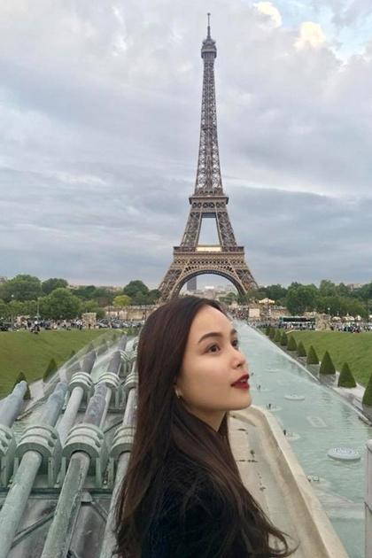 Người đẹp thích đi du lịch và thường xuyên chia sẻảnh chụptại nhiều địa điểm nổi tiếng trên trang cá nhân.