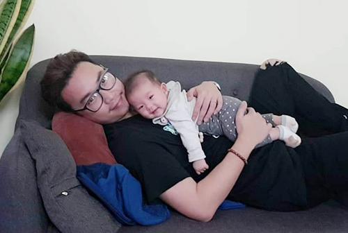 Minh Tít và con gái.