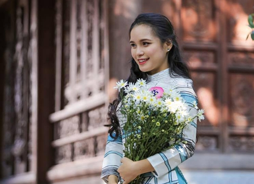 Hình ảnh người đẹp khi tham gia cuộc thi nhan sắc cách đây hai năm. Cô cũng từng đóng góp cho công tác lễ tân phục vụ cho Hội nghị WEF ASEANtháng 9/2018.