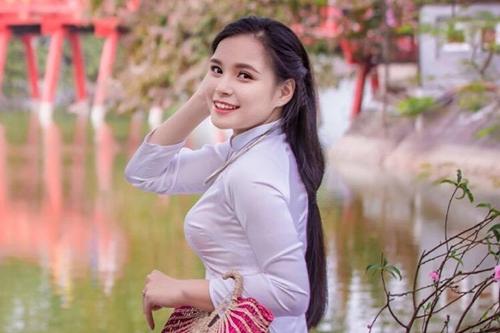 Cô nữ sinh có tình yêuđặc biệt vớinhững bộ áo dài truyền thống.