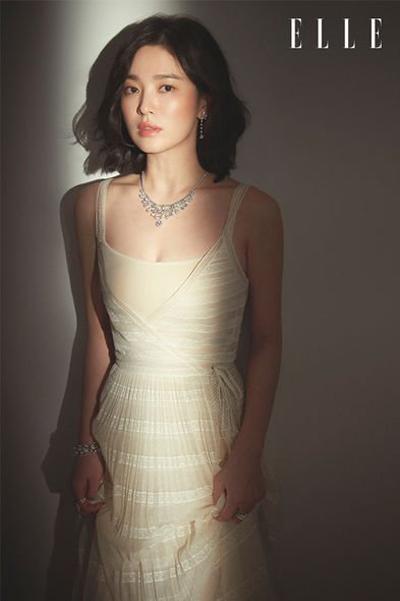 Hye Kyo trên Elle số tháng 3.