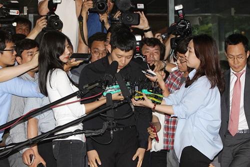 Park Yoo Chun khiến dư luận dậy sóng vì bê bối cưỡng dâm năm 2016.
