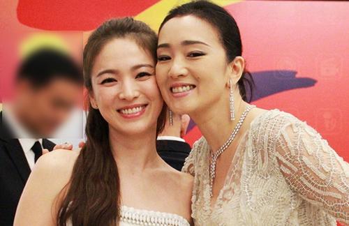 Song Hye Kyo (trái) và Củng Lợi.