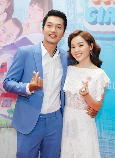 Quang Tuấn - Linh Phi dự buổi ra mắt phim chiều 1/3.