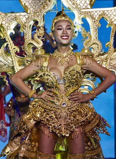 Thí sinh Lào nhận được nhiều thiện cảm nhờ vóc dáng nữ tính. Cô tên Kanrayany Phothimath,sinh năm 1996, cao 1,69 m. Trước khi sang Thái dự thi, cô nói trên Vientiane Times tham gia Miss International Queen là một giấc mơ với cô.