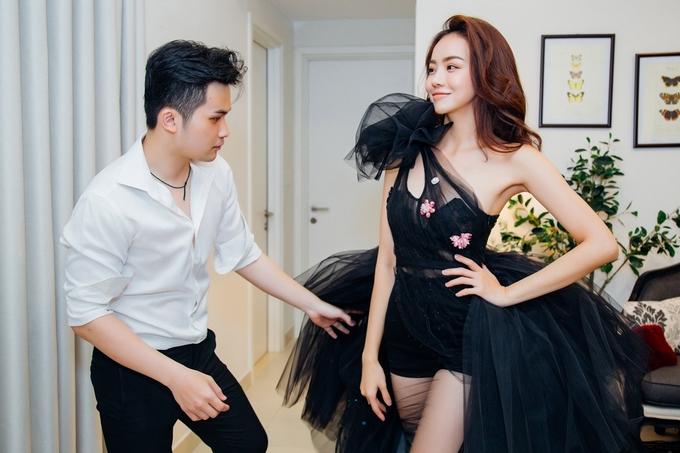 Dàn người mẫu thử váy áo gợi cảm cho 'Đêm hội chân dài'