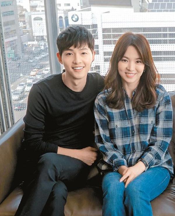 Song Hye Kyo, Song Joong Ki mặc thanh lịch khi sánh đôi