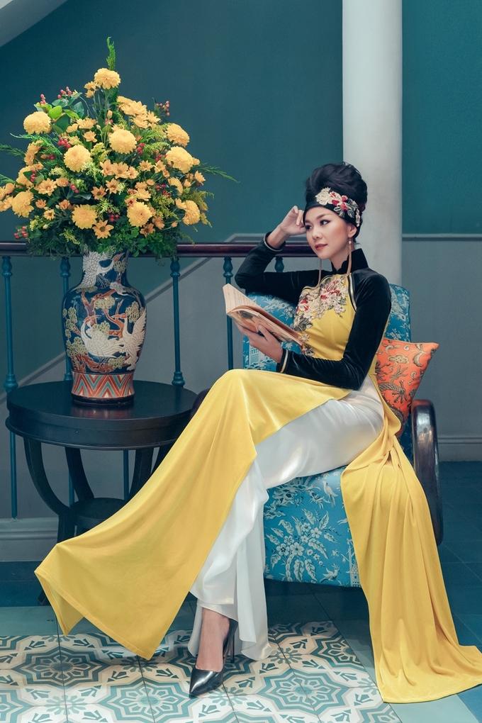 Thanh Hằng, Lan Khuê diện áo dài nhung thêu