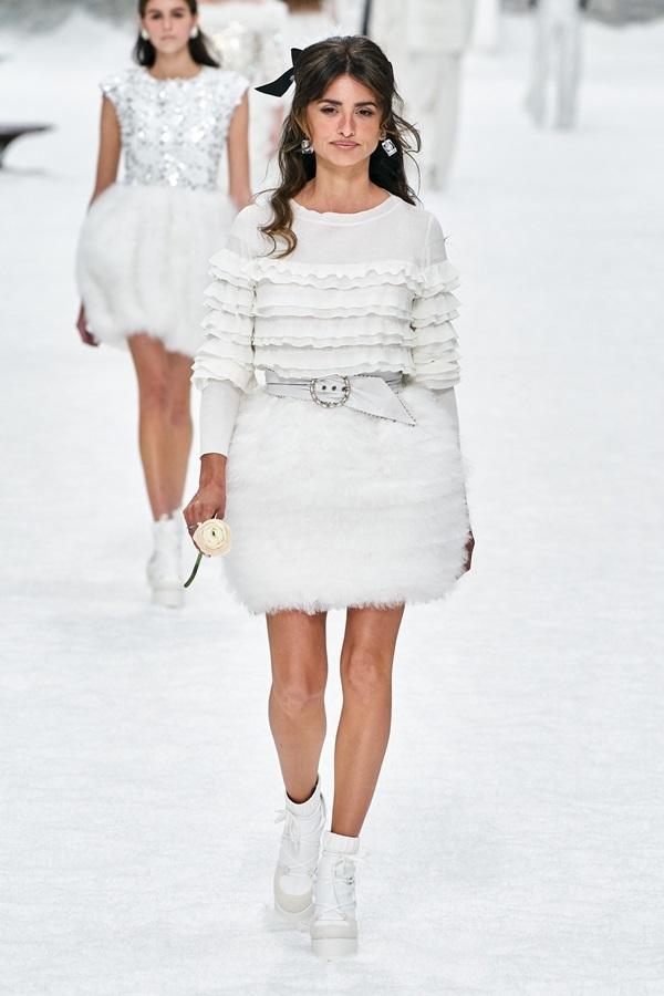 Penélope Cruz catwalk trong show tôn vinh Karl Lagerfeld
