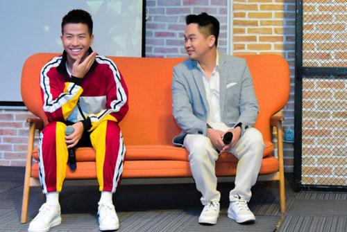 Trưởng vũ đoàn Bước NhảyQuang Vinh (trái) và quản lý nhóm Bảo Thịnh.