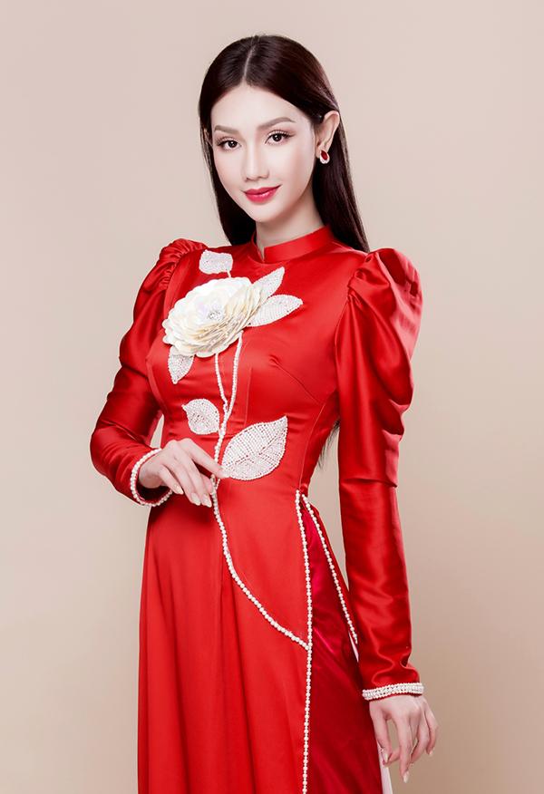 Quỳnh Chi diện áo dài phong cách dự tiệc