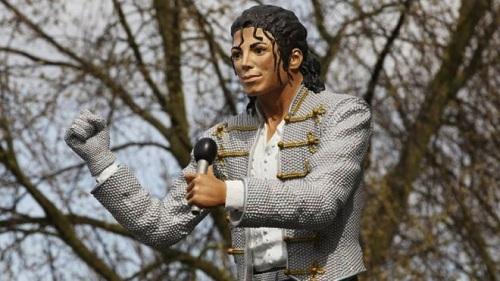Tượng đài Michael Jackson tại viện bảo tàng Bóng đá Quốc gia Anh.