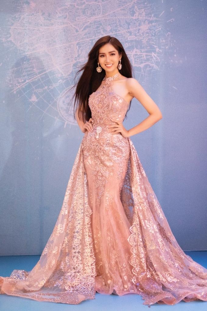 Hoa hậu Chuyển giới Việt chuẩn bị váy thi chung kết quốc tế