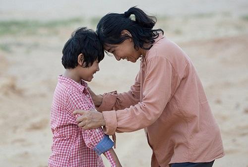 Cát Phượng cho biếtlấy kinh nghiệm từng làm mẹ đơn thân, có con nhỏ để nhập vai Tuệ. Cô tham khảo hoàn cảnh của một người bạn có con tự kỷ để lấy thêm thông tin cho vai diễn.